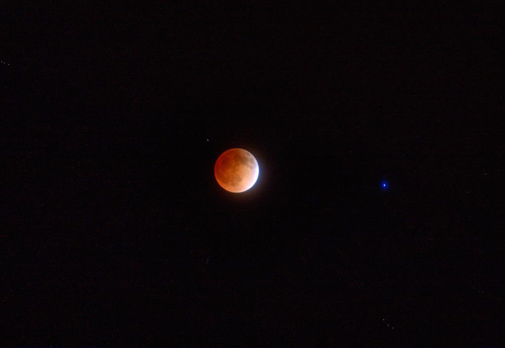Blood-Moon-Eclipse-2014